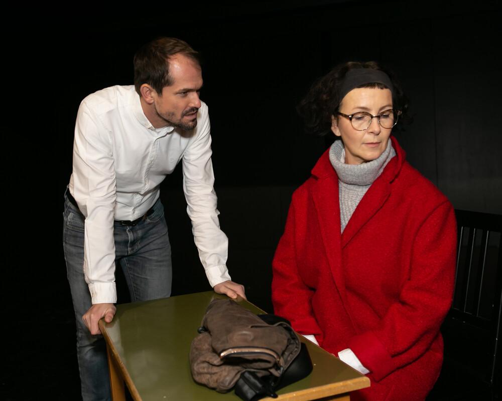 <h3>Heilig Abend</h3><h4>von Daniel Kehlmann</h4><h4>11. bis 26. November 2021</h4><p>Theater im Kürbis</p><p><i>Ein Kommissar, eine Professorin, ein Verhör und die Zeit im spannenden Kammerspiel von Daniel Kehlmann.</i></p>